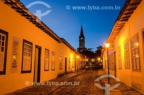 Assunto: Vista noturna da Rua Dom Cândido a casa à esquerda é o Museu Cora Coralina e torre da Igreja de Nossa Senhora do Rosário ao fundo / Local: Goiás - Goias (GO) - Brasil / Data: 05/2012