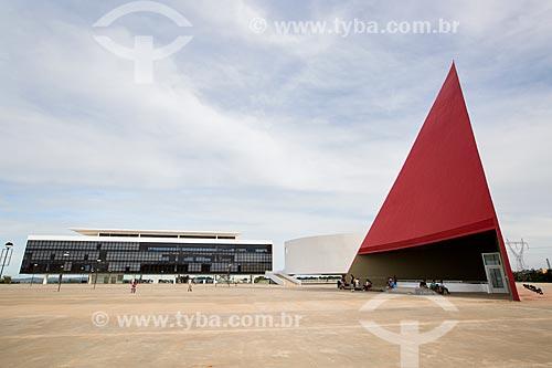 Assunto: Biblioteca do Centro Cultural Oscar Niemeyer, Museu de Arte Contemporânea e o Monumento aos Direitos Humanos (2006) - partes do Centro Cultural Oscar Niemeyer / Local: Goiânia - Goiás (GO) - Brasil / Data: 05/2014
