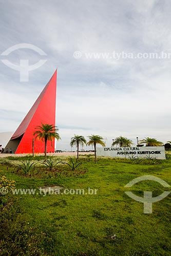 Assunto: Monumento aos Direitos Humanos (2006) - parte do Centro Cultural Oscar Niemeyer / Local: Goiânia - Goiás (GO) - Brasil / Data: 05/2014