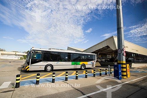 Assunto: Ônibus para translado de passageiros da sala de embarque para o avião no Aeroporto Internacional de Viracopos / Local: Campinas - São Paulo (SP) - Brasil / Data: 05/2014