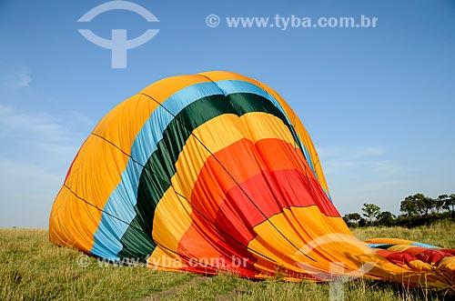 Assunto: Balão desinflando após voo turístico na Reserva Nacional Masai Mara / Local: Vale do Rift - Quênia - África / Data: 09/2012