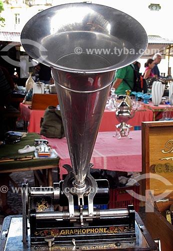 Assunto: Fonógrafo Graphophone na Feira de Antiguidades da Praça XV / Local: Centro - Rio de Janeiro (RJ) - Brasil / Data: 03/2012