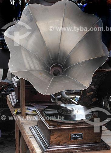 Assunto: Graphophone na Feira de Antiguidades da Praça XV / Local: Centro - Rio de Janeiro (RJ) - Brasil / Data: 03/2012