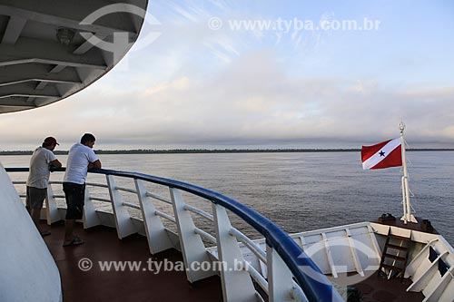 Assunto: Barco fazendo a travessia entre Belém (PA) e Manaus (AM) / Local: Breves - Pará (PA) - Brasil / Data: 03/2014