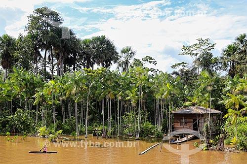 Assunto: Casa às margens do Rio Parauaú próximo a cidade de Breves / Local: Breves - Pará (PA) - Brasil / Data: 03/2014