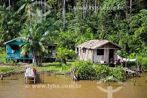 Assunto: Casas às margens do Rio Parauaú próximo a cidade de Breves / Local: Breves - Pará (PA) - Brasil / Data: 03/2014