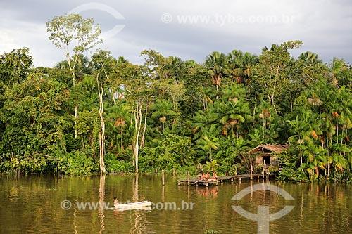 Assunto: Casa às margens do Rio Tapajuru próximo a cidade de Breves / Local: Breves - Pará (PA) - Brasil / Data: 03/2014