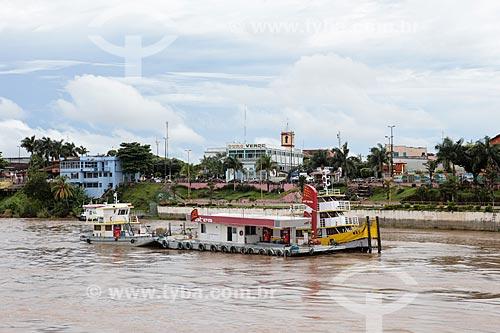 Assunto: Posto de gasolina flutuante próximo ao porto de Parintins / Local: Parintins - Amazonas (AM) - Brasil / Data: 03/2014