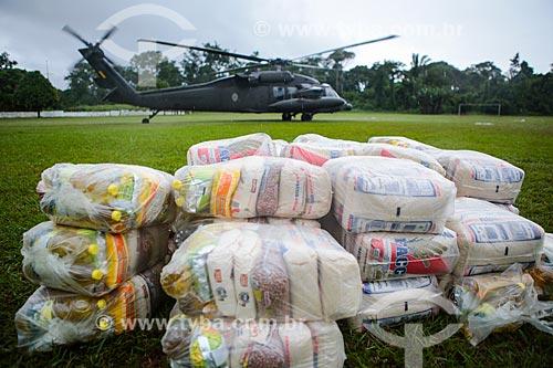 Assunto: Helicóptero com cestas básicas para os desabrigados da cheia do Rio Mamoré no Comando de Fronteira Rondônia e 6º Batalhão de Infantaria de Selva / Local: Guajará-Mirim - Rondônia (RO) - Brasil / Data: 04/2014