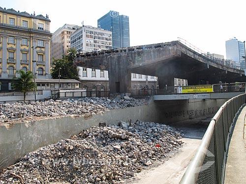 Assunto: Demolição de um trecho do Elevado da Perimetral - Próximo a Prça XV / Local: Centro - Rio de Janeiro (RJ) - Brasil / Data: 04/2014