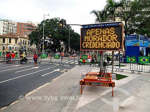 Assunto: Interdição na Avenida Maracanã - próximo à Rua Professor Eurico Rabelo - durante jogo no Estádio Jornalista Mário Filho - também conhecido como Maracanã / Local: Maracanã - Rio de Janeiro (RJ) - Brasil / Data: 06/2014