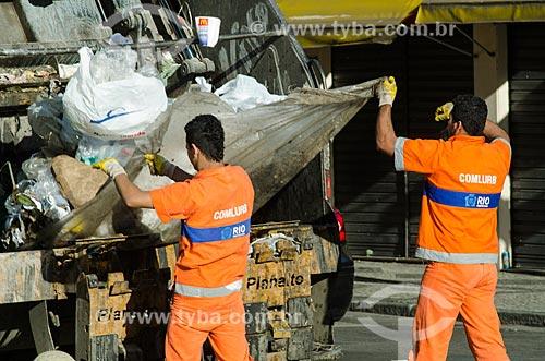 Assunto: Caminhão da COMLURB retirando o lixo das ruas / Local: Centro - Rio de Janeiro (RJ) - Brasil / Data: 10/2013
