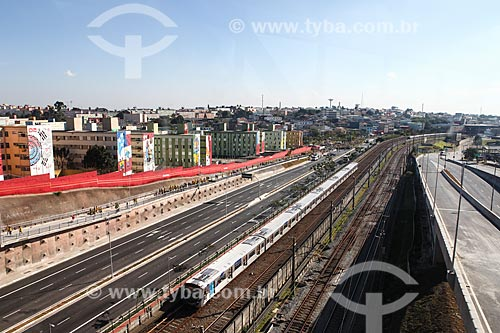Assunto: Metrô próximo à Arena Corinthians com prédios decorados ao fundo / Local: Itaquera - São Paulo (SP) - Brasil / Data: 06/2014