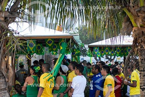 Assunto: Pessoas assistindo ao jogo entre Brasil x México pela Copa do Mundo no Brasil / Local: Copacabana - Rio de Janeiro (RJ) - Brasil / Data: 06/2014