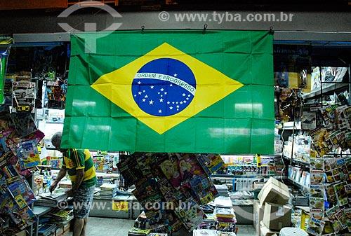Assunto: Banca de jornal enfeitada com a bandeira do Brasil para a Copa do Mundo / Local: Copacabana - Rio de Janeiro (RJ) - Brasil / Data: 06/2014