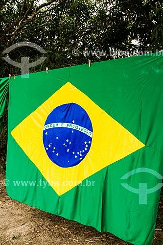 Assunto: Bandeira do Brasil à venda na rodovia SC-402 / Local: Florianópolis - Santa Catarina (SC) - Brasil / Data: 06/2014