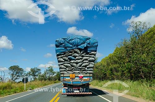 Assunto: Caminhão transportando carvão na BR-259   / Local: Diamantina - Minas Gerais (MG) - Brasil / Data: 06/2012