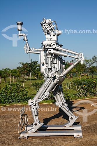 Assunto: Escultura Homem de Aço - em homenagem barrageiros que ajudaram na construção da usina - na Usina Hidrelétrica Itaipu Binacional / Local: Foz do Iguaçu - Paraná (PR) - Brasil / Data: 05/2008