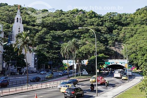 Entrada do Túnel Novo com a Paróquia Santa Teresinha do Menino Jesus à esquerda  - Rio de Janeiro - Rio de Janeiro (RJ) - Brasil