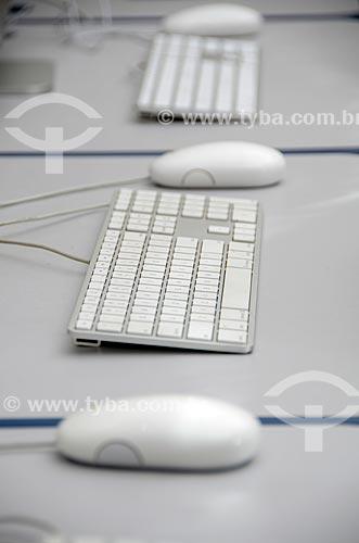 Assunto: Detalhe de teclados e mouses em sala de aula de Informática / Local: Rio de Janeiro (RJ) - Brasil / Data: 03/2012