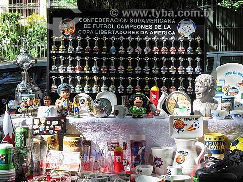 Assunto: Antiguidades de futebol à venda no Brique da Redenção / Local: Porto Alegre - Rio Grande do Sul (RS) - Brasil / Data: 04/2014