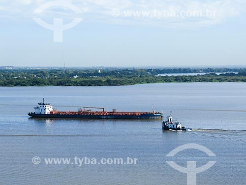 Assunto: Balsa e rebocador no Lago Guaíba / Local: Porto Alegre - Rio Grande do Sul (RS) - Brasil / Data: 04/2014