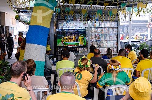 Assunto: Torcedores da seleção brasileira assistem jogo entre Brasil e Chile pela Copa do Mundo 2014 em rua de Copacabana / Local: Copacabana - Rio de Janeiro (RJ) - Brasil / Data: 06/2014