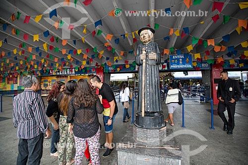 Assunto: Bilheteria do Centro Luiz Gonzaga de Tradições Nordestinas com a estátua de Padre Cícero / Local: São Cristovão - Rio de Janeiro (RJ) - Brasil / Data: 05/2014