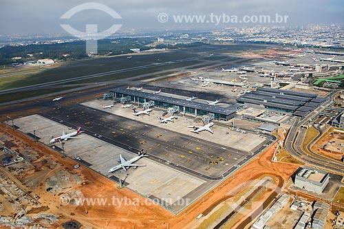 Assunto: Foto aérea do Aeroporto Internacional de São Paulo-Guarulhos Governador André Franco Montoro (1985) / Local: Guarulhos - São Paulo (SP) - Brasil / Data: 06/2014
