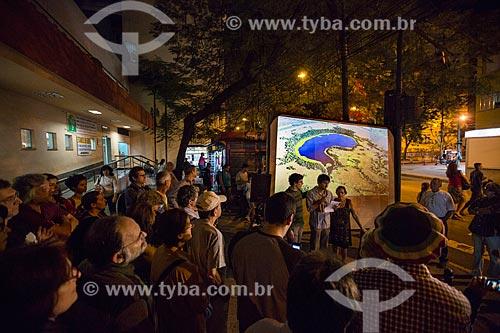 Assunto: Projeção de fotos em homenagem ao fotógrafo Luiz Claudio Marigo em frente ao Instituto Nacional de Cardiologia / Local: Laranjeiras - Rio de Janeiro (RJ) - Brasil / Data: 06/2014