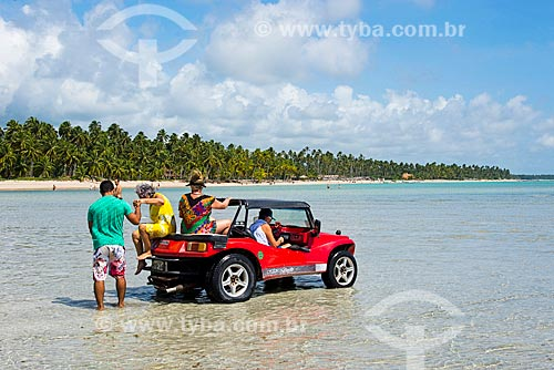 Assunto: Bugres em passeio turístico na Praia de Xaréu / Local: Maragogi - Alagoas (AL) - Brasil / Data: 12/2013