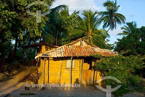 Assunto: Casa de caiçara na margens da Rodovia da AL-101 / Local: Maragogi - Alagoas (AL) - Brasil / Data: 12/2013