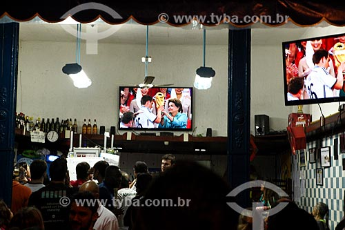 Torcedores assistindo o Jogo final da Copa do Mundo 2014 no bar Bode Cheiroso  - Rio de Janeiro - Rio de Janeiro (RJ) - Brasil