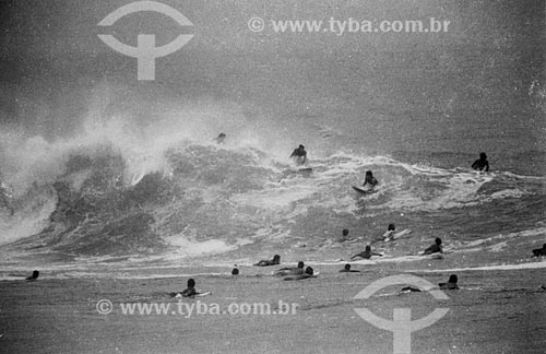 Surfistas na Praia do Arpoador  - Rio de Janeiro - Rio de Janeiro (RJ) - Brasil