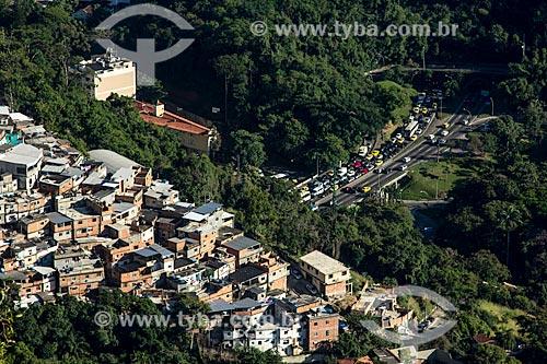 Favela Cerro Corá com trânsito do Túnel Rebouças ao fundo  - Rio de Janeiro - Rio de Janeiro (RJ) - Brasil