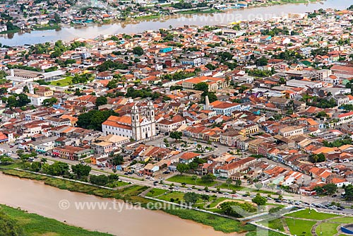 Vista aérea do centro de Iguape com Basílica do Senhor Bom Jesus de Iguape em primeiro plano  - Iguape - São Paulo (SP) - Brasil