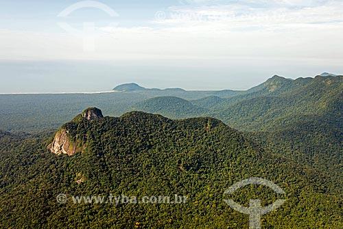 Formação rochosa ao fundo Praia do Una - Estação Ecológica de Juréia-Itatins  - Iguape - São Paulo (SP) - Brasil