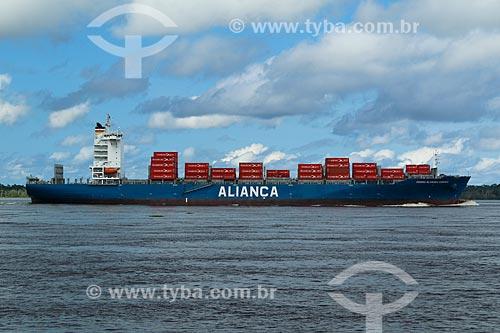 Navio cargueiro no Rio Amazonas nos arredores de Manaus  - Manaus - Amazonas (AM) - Brasil