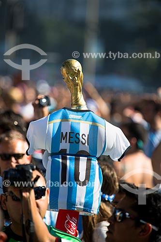 Camisa da seleção argentina com do Troféu da Copa do Mundo próximo à Fifa Fan Fest antes do jogo entre Alemanha x Argentina pela final a Copa do Mundo no Brasil  - Rio de Janeiro - Rio de Janeiro (RJ) - Brasil