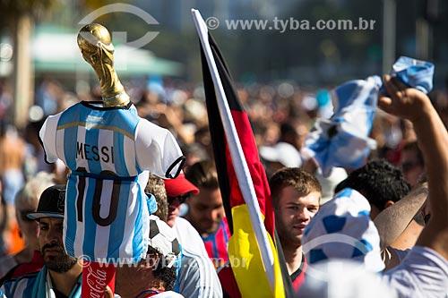 Torcedores Argentinos e Alemães próximo à Fifa Fan Fest antes do jogo entre Alemanha x Argentina pela final a Copa do Mundo no Brasil  - Rio de Janeiro - Rio de Janeiro (RJ) - Brasil