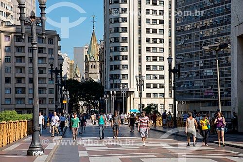 Viaduto Santa Ifigênia e ao fundo Igreja de Santa Ifigênia - estrutura metálica trazida da Bélgica inaugurado em 1913   - São Paulo - São Paulo (SP) - Brasil