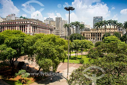 Janelas do Edifício Alexandre Mackenzie - antiga LIGHT e atual shopping center e Teatro Municipal  - São Paulo - São Paulo (SP) - Brasil