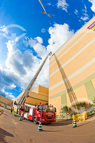 Treinamento com caminhão dos Bombeiros no Porto Velho Shopping  - Porto Velho - Rondônia (RO) - Brasil