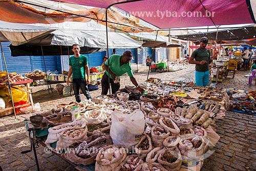 Cereais e ervas à venda em barraca na feira livre  - Belém de São Francisco - Pernambuco (PE) - Brasil