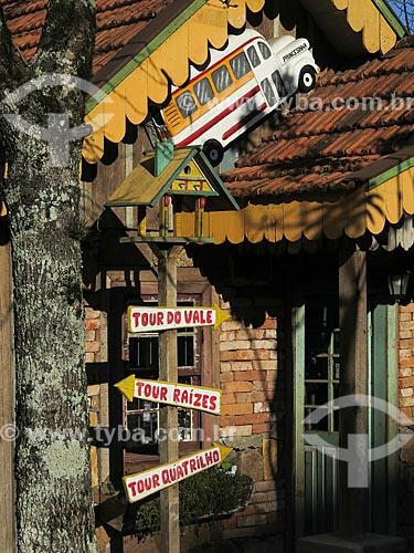 Detalhe de loja de turismo rural  - Gramado - Rio Grande do Sul (RS) - Brasil