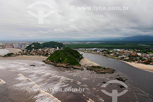 Foto aérea do Morro Sapucaitava com a foz do Rio Itanhaém com a Praia dos Pescadores e a Praia do Sonho ao fundo  - Itanhaém - São Paulo (SP) - Brasil