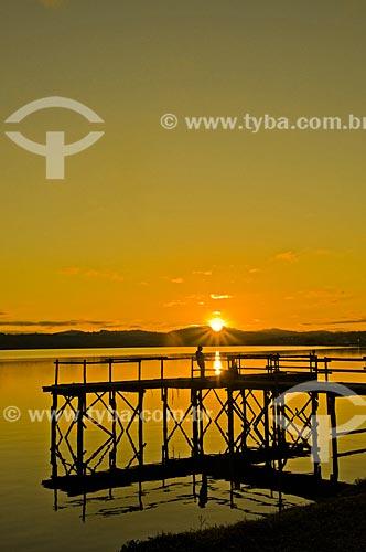 Píer da Represa de Furnas durante o nascer do sol  - Boa Esperança - Minas Gerais (MG) - Brasil