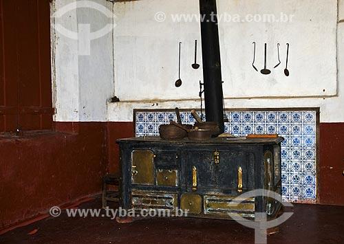 Fogão à lenha de origem inglesa na Fazenda Santa Clara - considerada uma das maiores fazenda do século XIX  - Santa Rita de Jacutinga - Minas Gerais (MG) - Brasil