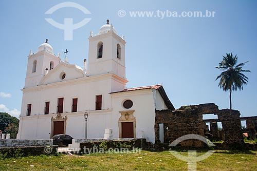 Igreja de Nossa Senhora do Carmo (1690) com as ruínas do Convento das Carmelitas à direita  - Alcântara - Maranhão (MA) - Brasil
