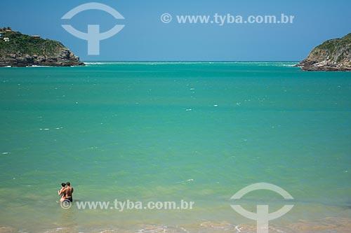 Casal na Praia da Ferradura  - Armação dos Búzios - Rio de Janeiro (RJ) - Brasil
